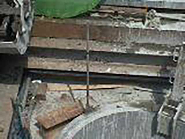 ⑥沈設位置確認 置保持治具をセット